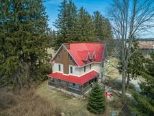 East Oro Hobby Farm for sale:  6 bedroom 3,393 sq.ft. (Listed 2018-05-04)